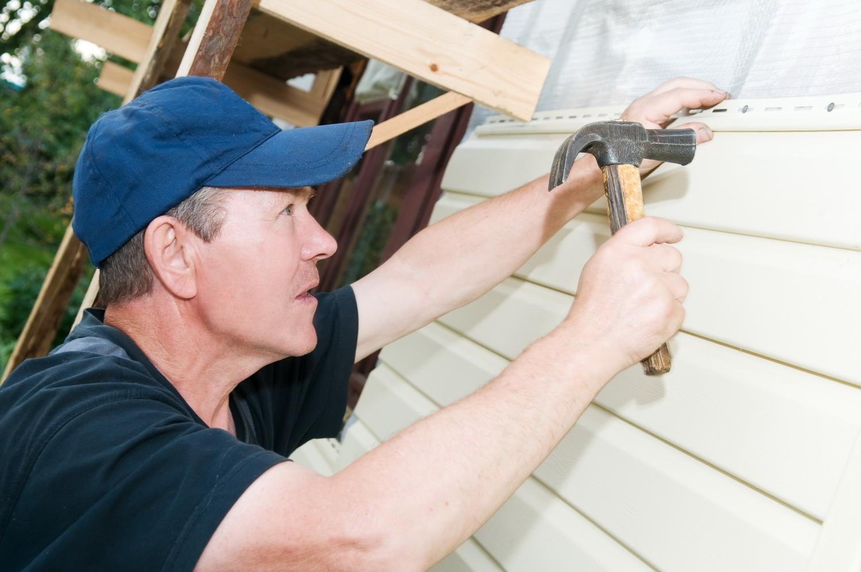 как правильно укладывать сайдинг на деревянный дом